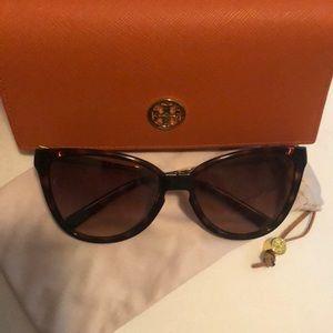 NWOT Tory Burch foldable sunglasses